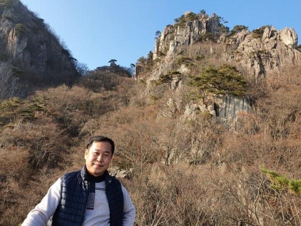 대둔산 산행 중에도 간간이 워킹 세미나를 진행한 김용진 행복 코디네이터 수퍼바이저