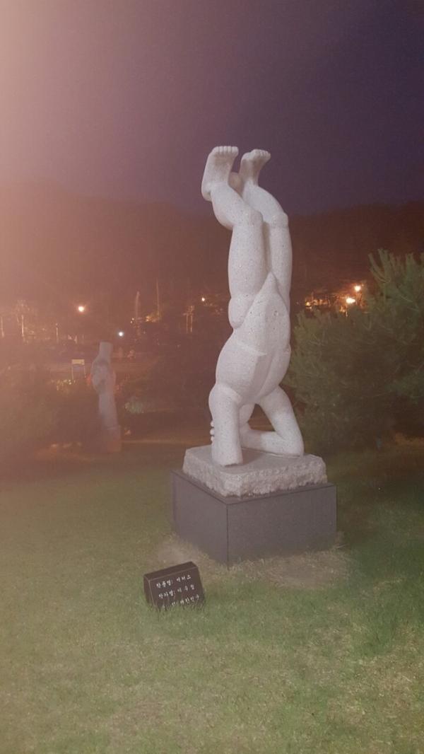 김천 직지사조각공원의 조각물(한국강사총연합회 사진 자료)
