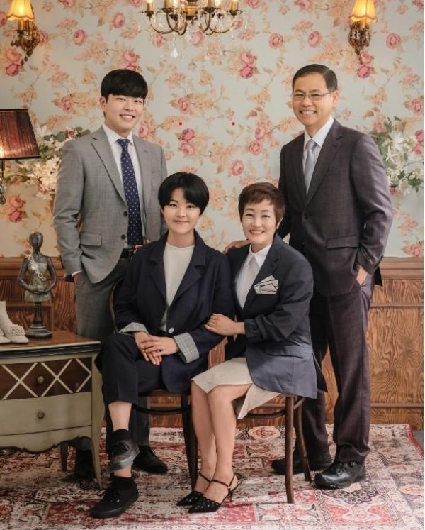 단란하고 화목한 신종기 예비 책임교수 가족 사진
