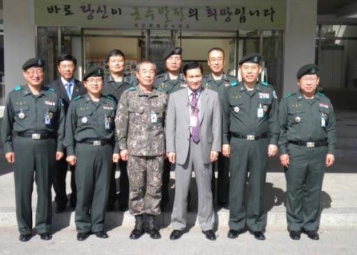 장군들을 대상으로 인문학 특강을 하는 한국강사문인협회 범대진 대표회장
