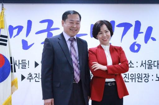 행복 코디네이터 책임교수를 육성하는 김용진 교수와 행복본부장 정인경 교수